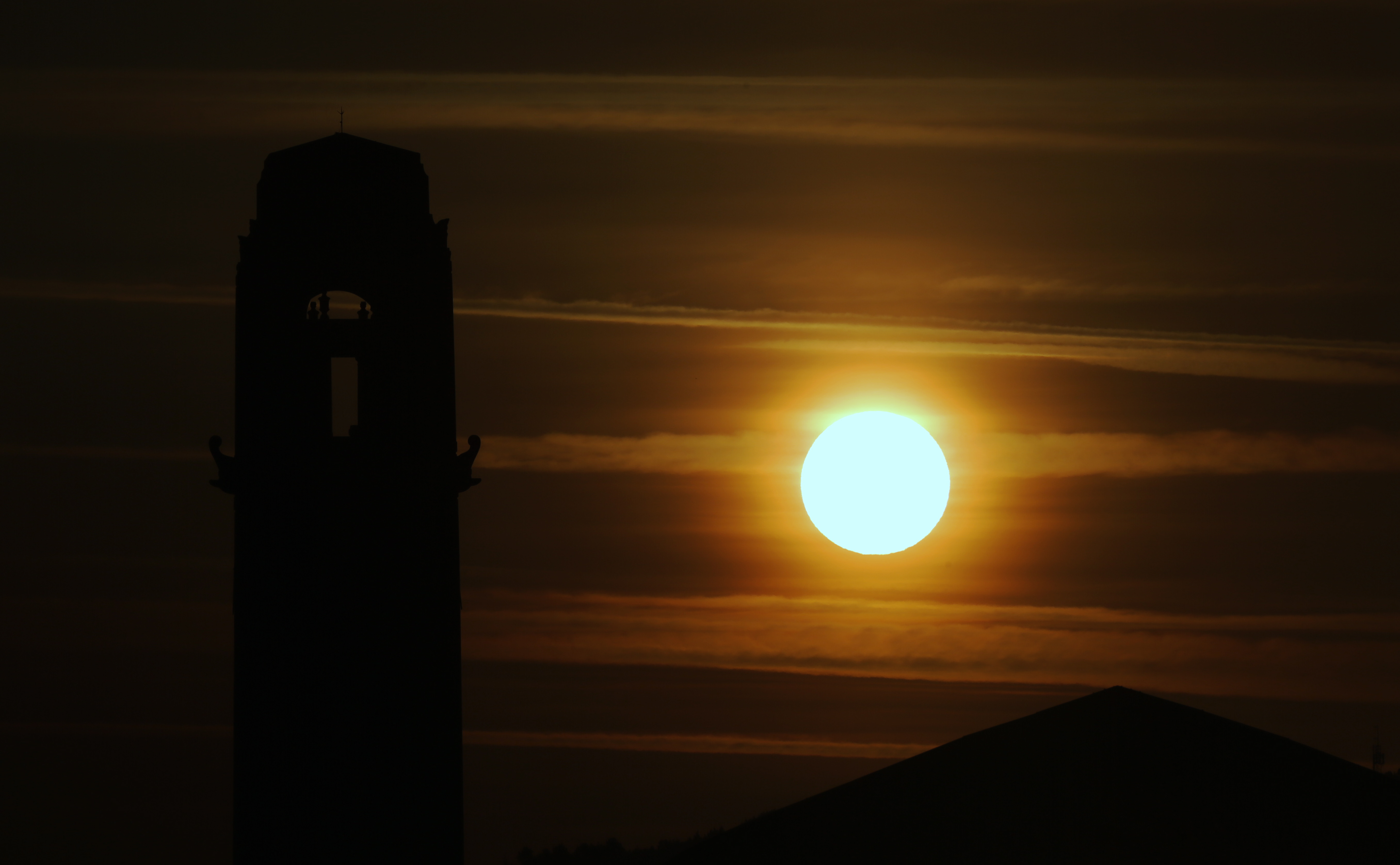 Pictured: The sun rises over the clock tower of the Guild Hall in Swansea, south Wales, UK. Wednesday 21 June 2017 Re: Summer Solstice